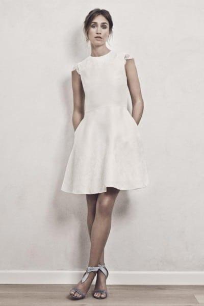 Model i kort Maria Fekih kjole.